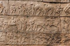 Bareliefs antiguos en el templo, Hampi, Karnataka, la India Imágenes de archivo libres de regalías