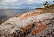 barents横向岩石海运海岸日落 图库摄影