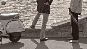 Barfüßigmusiker und ein Geschäftsmann Stockfoto