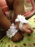 Barfüßigsandalen des weichen Babys stockfotos
