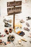 Barfüßighochzeitszeichen an der Bestimmungsort-Hochzeit Stockbilder