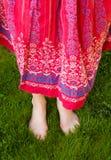 Barfuß im Gras Lizenzfreies Stockbild