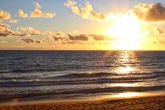 Bargara plaża Przy świtem Zdjęcie Stock