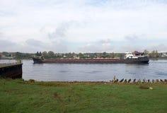 Barge adentro el canal de Ladoga Fotografía de archivo libre de regalías