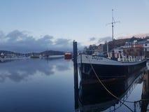 Barge adentro el puerto fotos de archivo libres de regalías