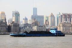 Barge adentro Shangai, China fotos de archivo libres de regalías