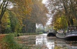 Barge auf Kanal stockbild