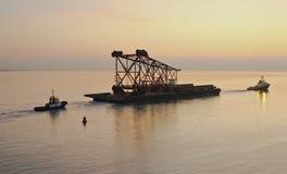 Barge con la pieza de la construcción Imagenes de archivo