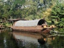 Barge dentro il canale ed il fiume Fotografia Stock