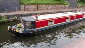 Barge herein Kanal stockfoto