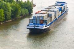 Barge los contenedores en el río alemán de Rhin fotografía de archivo libre de regalías