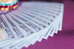 Bargeld 100 Dollar Hintergrund Lizenzfreie Stockfotografie