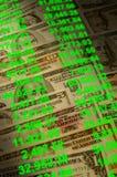 Bargeld mit den Kontoverhandlungen gelegt Lizenzfreie Stockfotografie