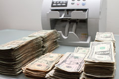 Bargeld und Zähler Stockfotos