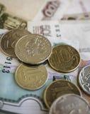Bargeldbanknoten und -münzen als Hintergrund Lizenzfreie Stockfotografie