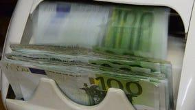 Bargeldzähler und Detektor von Banknoten stock video