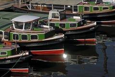 Barges adentro el puerto de Hamburgo Fotos de archivo libres de regalías
