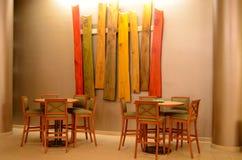 Barhocker und Tabellen, hölzerne Kunst Lizenzfreies Stockbild