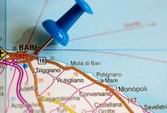 Bari auf Karte stockfotos