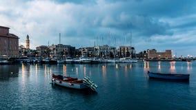 Bari, paisaje urbano de la ciudad y de la orilla del mar viejas almacen de metraje de vídeo