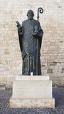 BARI WŁOCHY, LIPIEC, - 28, 2017: Świętego Nicholas statua na zewnątrz bazyliki święty Nicholas w Bari, Włochy Fotografia Royalty Free