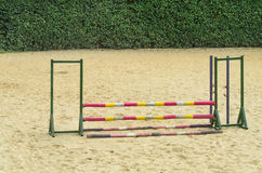 Bariera przy końskim biegowym śladem Zdjęcia Stock