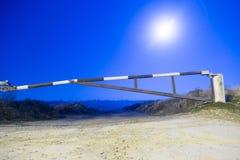 Bariera w blask księżyca nocy zdjęcie royalty free