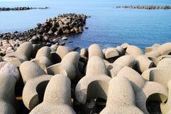 Bariers en costa de mar japonesa fotografía de archivo libre de regalías
