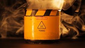 Baril radioctive fumeux banque de vidéos