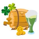 Barillet de bière en bois, un verre de mousse verte de bière Photo libre de droits