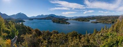 Bariloche阿根廷全景的Nahuel Huapi湖 库存照片