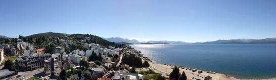 Bariloche e o lago Fotos de Stock Royalty Free