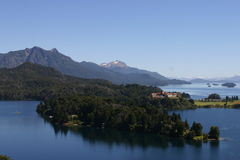Bariloche och bergen royaltyfria foton