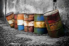 Barilotti arrugginiti abbandonati Fotografia Stock Libera da Diritti