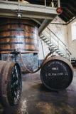 Barilotti del whiskey di Clynelish dentro la distilleria di Brora, Scozia Immagine Stock Libera da Diritti