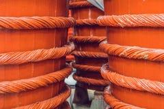 Barilotti di legno in una fabbrica della salsa di pesce sull'isola di Phu Quoc Fotografia Stock