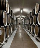 Barilotti di vino in cantina nella cantina di Massandra, Jalta, Crimea Immagine Stock Libera da Diritti