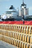Barilotti di vino di stoccaggio sul porto del Bordeaux Immagine Stock Libera da Diritti