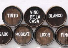 Barilotti di vino sulla parete Fotografia Stock