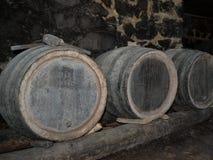 Barilotti in una vino-cantina Immagini Stock Libere da Diritti
