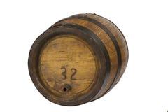 Barilotto di legno con gli anelli d'acciaio su bianco Immagine Stock Libera da Diritti