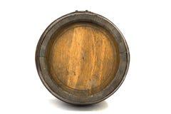Barilotto di legno con gli anelli d'acciaio su bianco Fotografia Stock