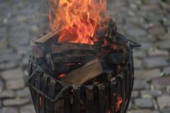 Barilotto di legno della merce nel carrello del fuoco Fotografia Stock Libera da Diritti