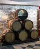 Barilotto di legno della quercia per vino in un taglio, Massandra il museo della fabbrica del vino, Fotografia Stock Libera da Diritti