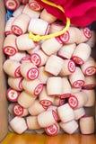 Barils, avec les numéros pour jouer le loto Photo libre de droits