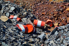 Barils cassés sur les pierres photos libres de droits