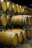 Barils de cave d'établissement vinicole Photo stock