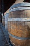 Barils par la vieille salle à San Diego Photo stock