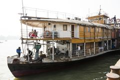 Barisal, Bangladesh, o 27 de fevereiro de 2017: Ideia da curva e primeira classe do navio de Rocket foto de stock royalty free