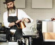 Barista准备咖啡生产顺序概念 免版税图库摄影